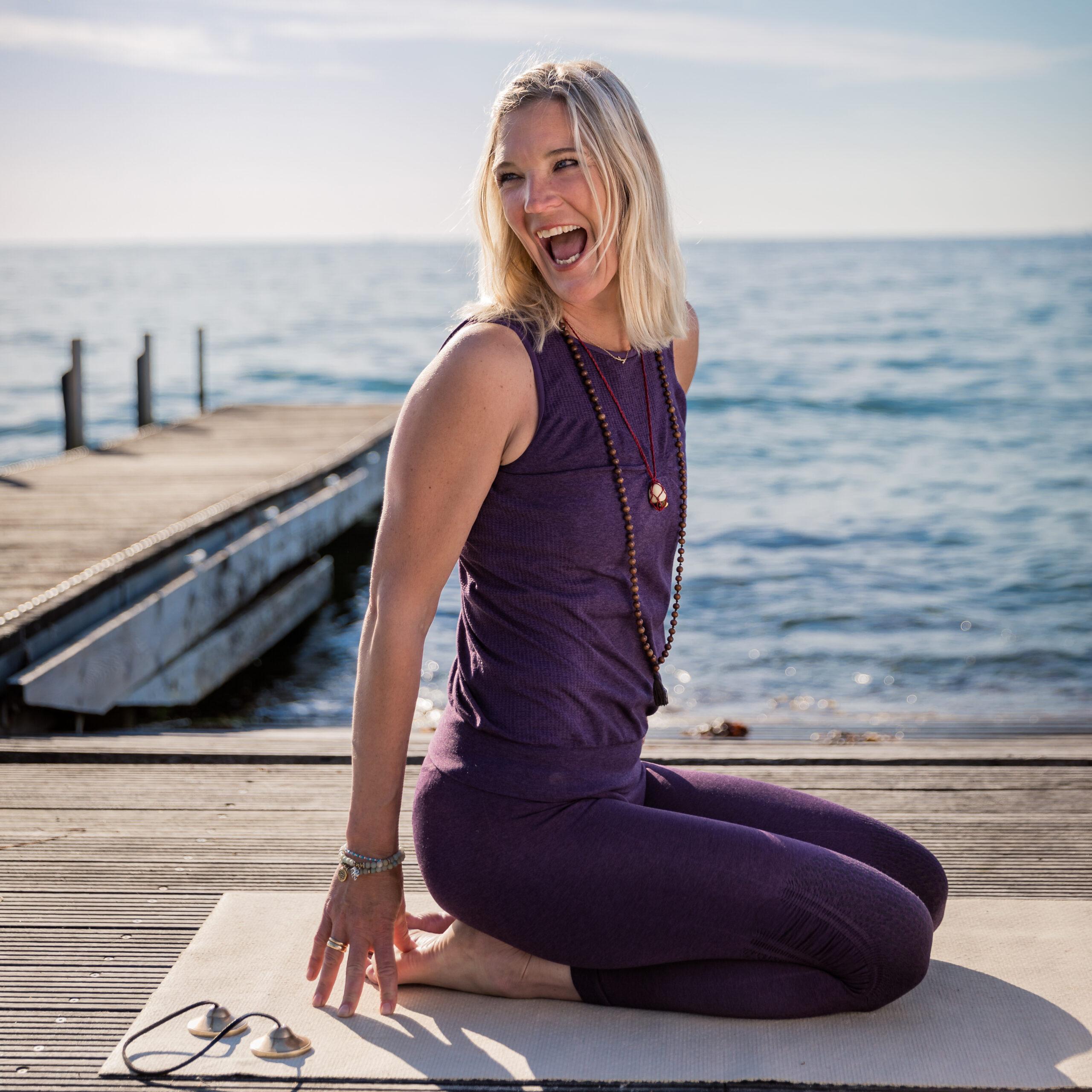 Yoga med Louise Juel Severin ved havet